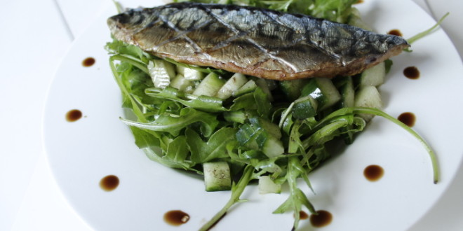 Paleo Mackerel Salad with Rocket & Balsamic Vinaigrette